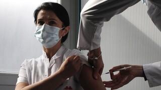 Εμβόλιο κορωνοϊού: Η ΕΕ προσπαθεί να κερδίσει το χαμένο έδαφος