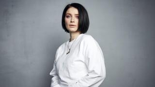 Ιβ Χιούσον: Η κόρη του Μπόνο των U2 πρωταγωνιστεί στη σειρά του Netflix «Behind Her Eyes»