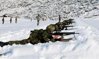 Εντυπωσιακές εικόνες από τη χειμερινή εκπαίδευση της στρατιωτικής σχολής Ευελπίδων