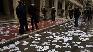 Στον εισαγγελέα 61 συλληφθέντες για την παρέμβαση υπέρ Κουφοντίνα στο υπουργείο Υγείας