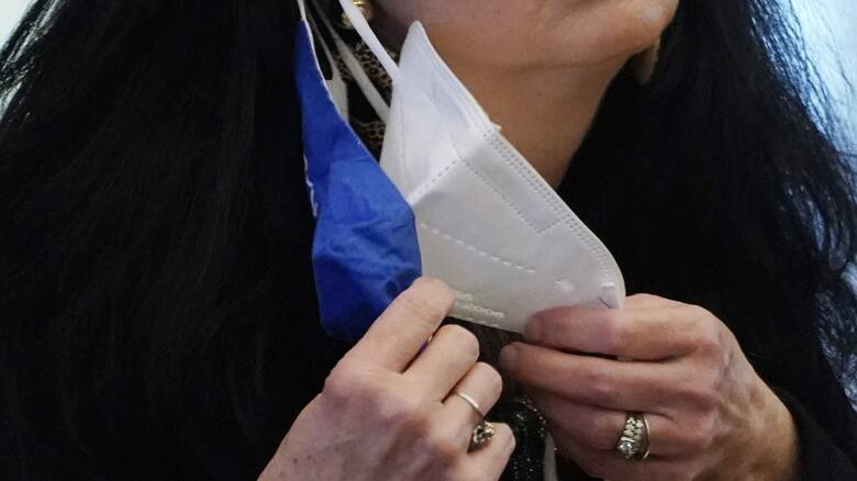Βατόπουλος: Σε σημεία συνωστισμού η διπλή μάσκα είναι οπωσδήποτε χρήσιμη