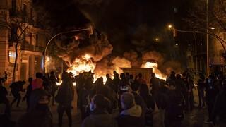 Ισπανία: Ο Σάντσεθ καταδικάζει τη βία μετά τη φυλάκιση ενός ράπερ