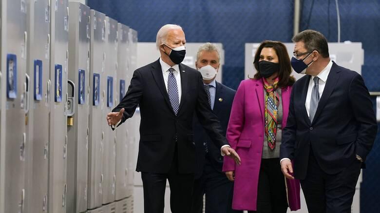 Στο εργοστάσιο της Pfizer ο Μπάιντεν - Διπλασιάζει τις δόσεις προς ΗΠΑ η εταιρεία
