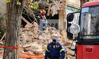Οι πρώτες εικόνες από το σημείο της κατάρρευσης του κτηρίου στην Πατησίων