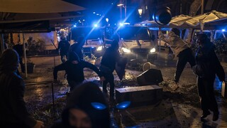 «Φλέγεται» η Βαρκελώνη για τη φυλάκιση του ράπερ Πάμπλο Χασέλ - Επεισόδια και συλλήψεις