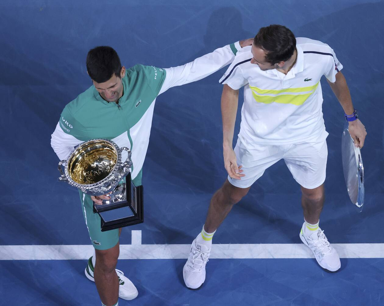 https://cdn.cnngreece.gr/media/news/2021/02/21/255387/photos/snapshot/djokovic-medvedev-australian-open-3.jpg