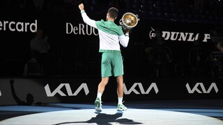 Australian Open: Ο Τζόκοβιτς «ισοπέδωσε» τον Μεντβέντεφ - Πλησιάζει Ναδάλ και Φέντερερ σε τίτλους