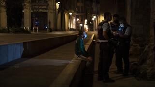 Ισπανία: Συμμετέχοντες σε κορωνο-πάρτι κρύφτηκαν στη ντουλάπα για να γλιτώσουν τη σύλληψη