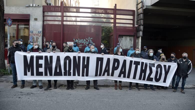 «Μενδώνη παραιτήσου»: Διαμαρτυρία ηθοποιών έξω από το υπουργείο Πολιτισμού