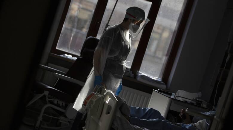 Κορωνοϊός: «Έκρηξη» με 2.147 νέα κρούσματα - 357 διασωληνωμένοι, 22 θάνατοι