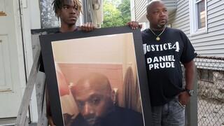 ΗΠΑ: Σώμα ενόρκων απάλλαξε αστυνομικούς από δίωξη μετά το φόνο μαύρου υπό κράτηση