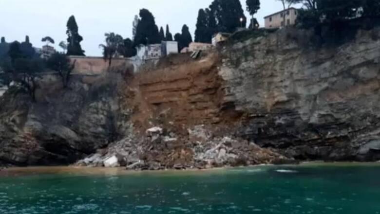 Μακάβριο θέαμα στην Ιταλία: Εκατοντάδες φέρετρα στη θάλασσα μετά από κατάρρευση νεκροταφείου