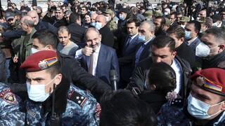 Ραγδαίες εξελίξεις στην Αρμενία: Καθαίρεσε και τον αρχηγό των ενόπλων δυνάμεων ο Πασινιάν