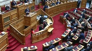Βουλή: Αντιπαράθεση κορυφής για το ελληνικό #metoo και τον δημόσιο διάλογο
