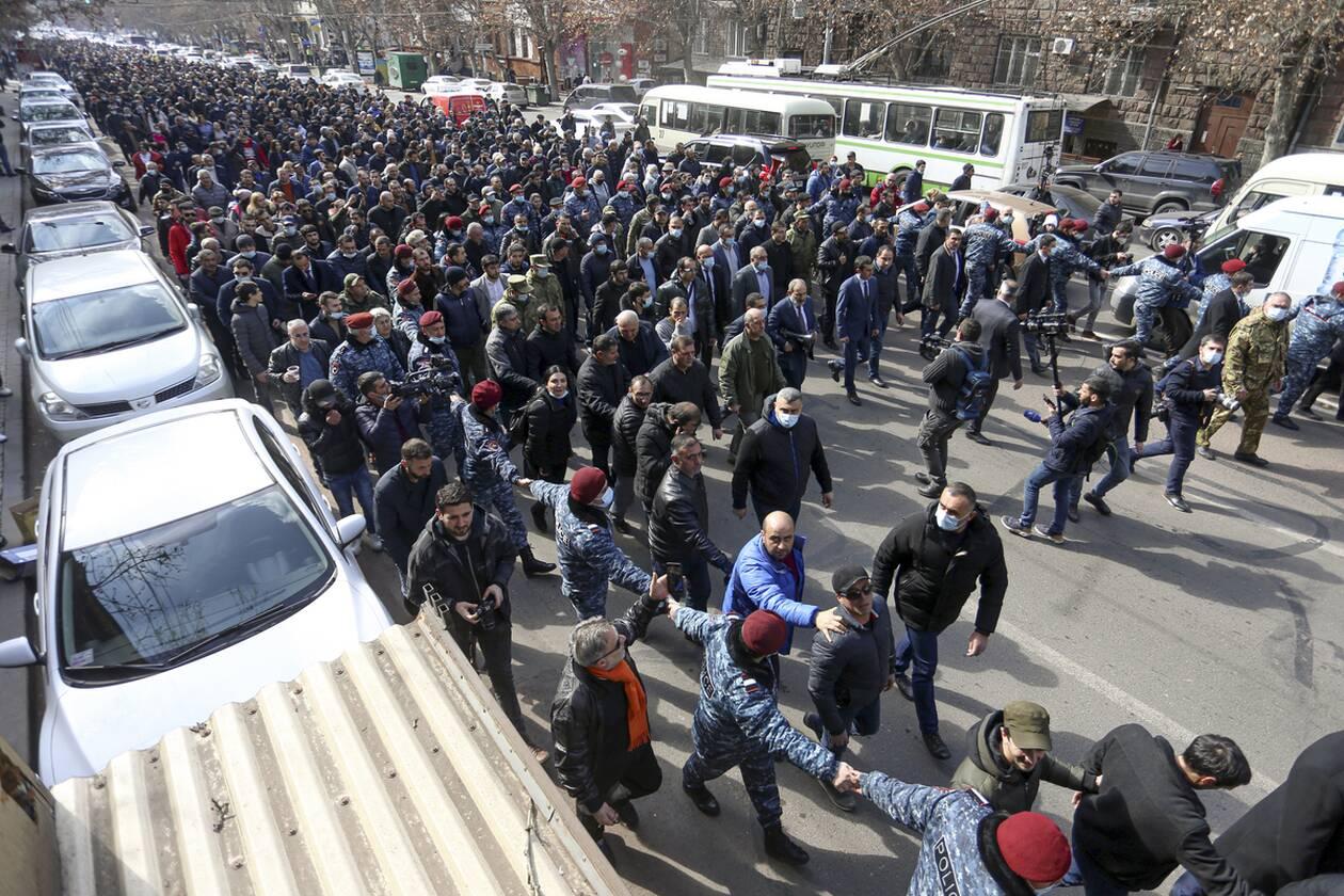 https://cdn.cnngreece.gr/media/news/2021/02/25/255952/photos/snapshot/armenia_pasinian-6.jpg