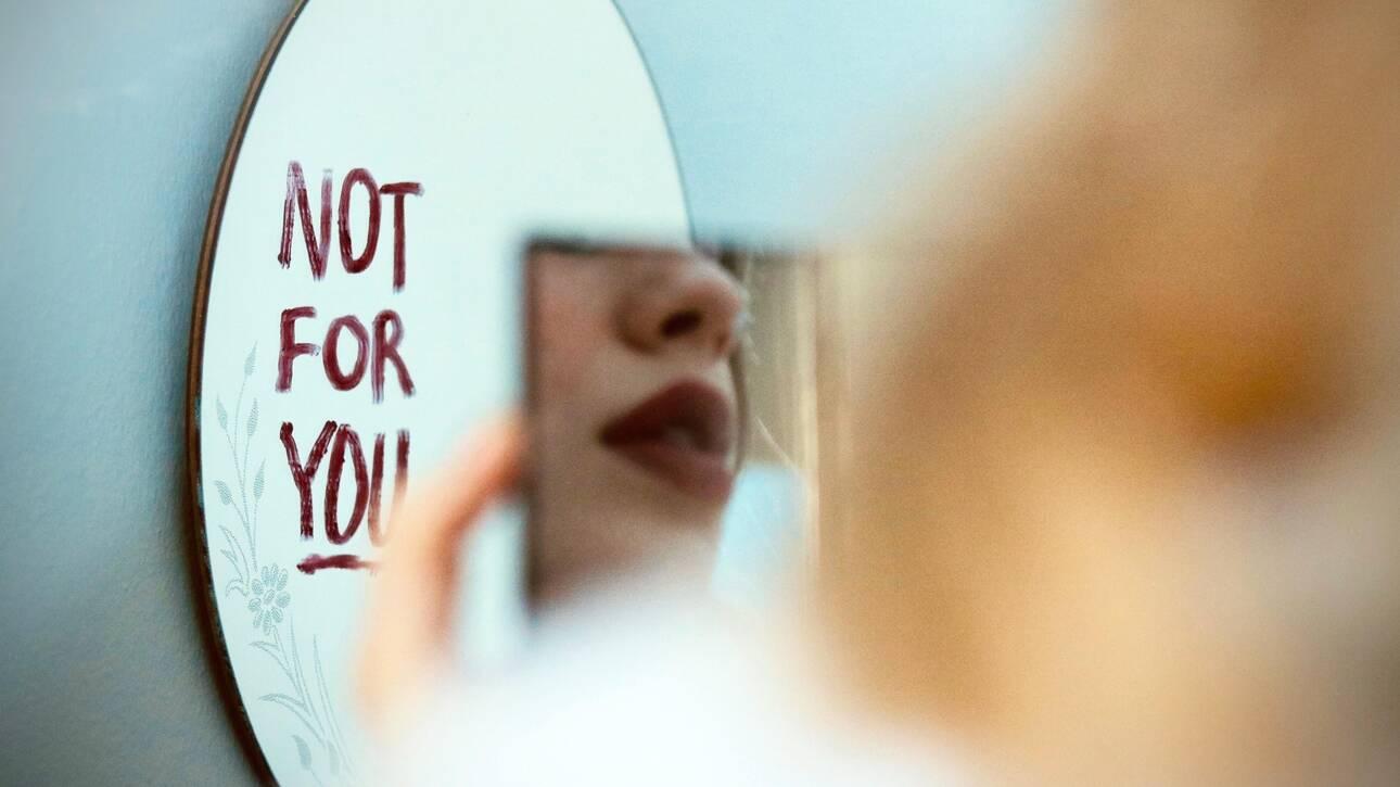 Women on lockdown: Για ποιο λόγο οι γυναίκες ξεσπούν στον εαυτό τους κατά τη διάρκεια της πανδημίας;