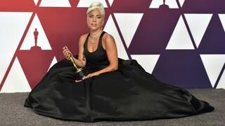 Lady Gaga: Προσφέρει μισό εκατομμύριο δολάρια σε όποιον βρει τα κλεμμένα σκυλάκια της