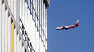 Νέο πλήγμα: Επείγουσα προσγείωση ενός Boeing 777 στη Ρωσία λόγω προβλήματος στον κινητήρα