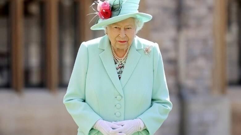 Βασίλισσα Ελισάβετ: Σκεφτείτε τους άλλους και κάντε το εμβόλιο