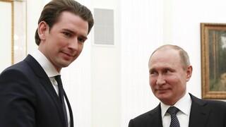 Κορωνοϊός: Αυστρία καλεί Πούτιν για ενδεχόμενη προμήθεια του εμβολίου Sputnik-V