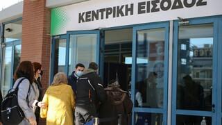 Πολιτικές «καρατομήσεις» για τους εκτός σειράς εμβολιασμούς στα δύο ιδρύματα της Θεσσαλονίκης
