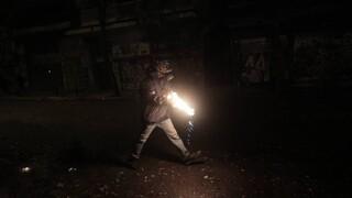 Επίθεση στο δημαρχείο του Μοσχάτου – Προκάλεσαν σοβαρές υλικές ζημιές και πέταξαν μολότοφ