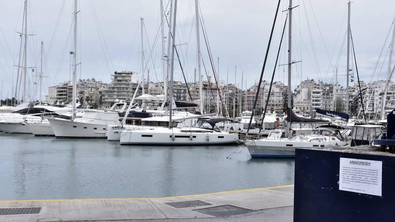 Eισροή υδάτων σε επιβατηγό τουριστικό σκάφος σε μαρίνα στον Πειραιά