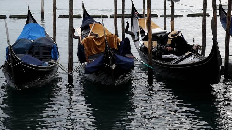 Ασυνήθιστες εικόνες: «Στέρεψαν» τα κανάλια της Βενετίας