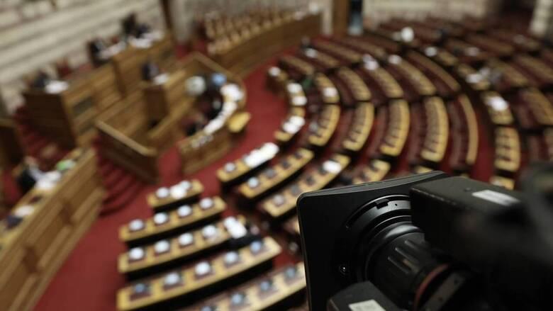 Ερώτηση 42 βουλευτών του ΣΥΡΙΖΑ για τους εκτός σειράς εμβολιασμούς στελεχών της ΝΔ