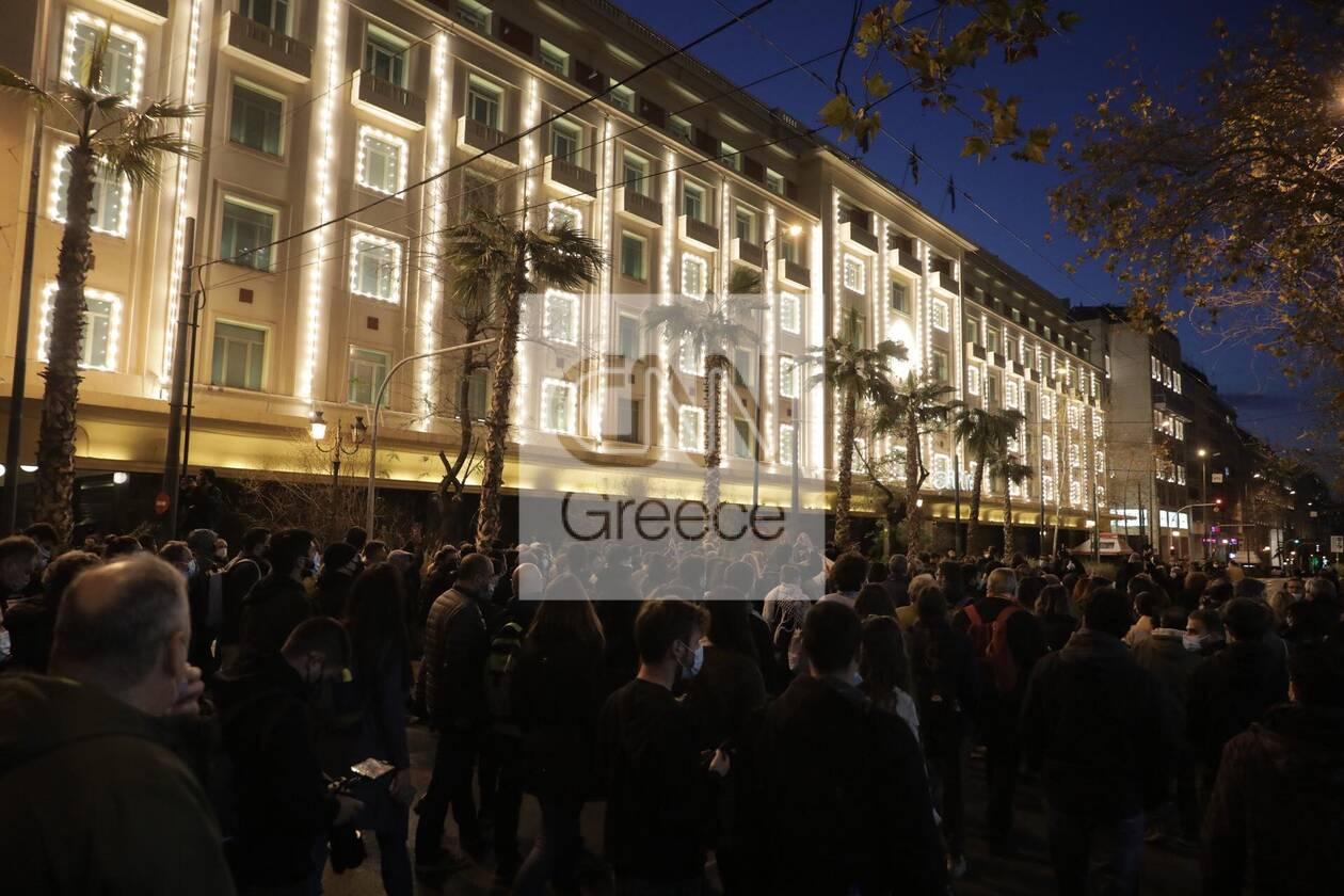 https://cdn.cnngreece.gr/media/news/2021/03/01/256435/photos/snapshot/sygkentrosi-koufontinas-syntagma-6.jpg