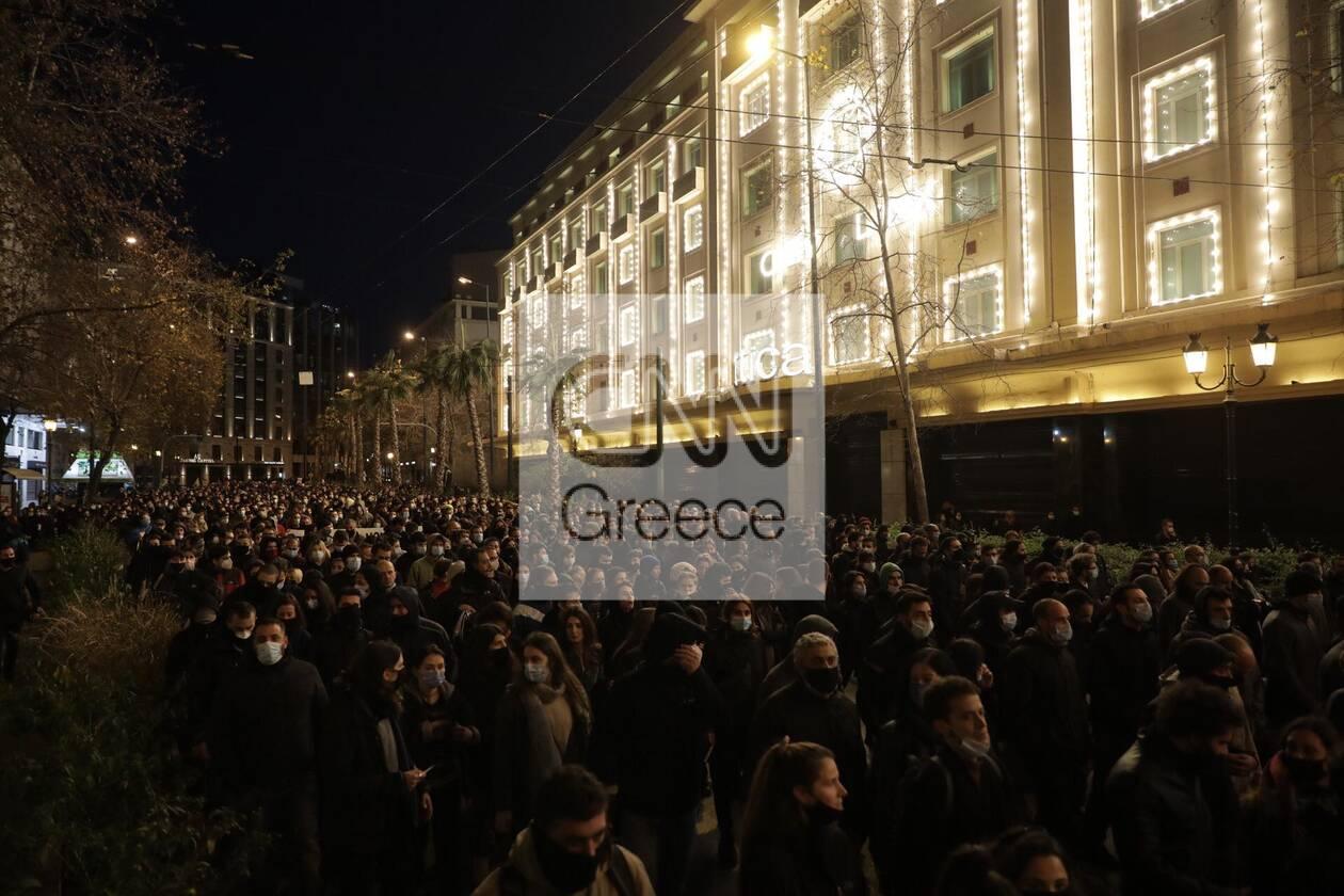 https://cdn.cnngreece.gr/media/news/2021/03/01/256435/photos/snapshot/sygkentrosi-koufontinas-syntagma-7.jpg
