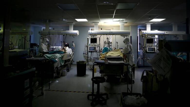 Κορωνοϊός: «Έκρηξη» με 2.353 νέα κρούσματα, 422 διασωληνωμένοι, 23 θάνατοι