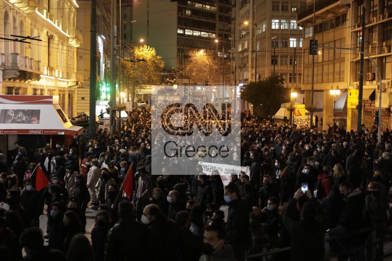 https://cdn.cnngreece.gr/media/news/2021/03/02/256584/photos/snapshot/koufontinas-syntagma-3.jpg