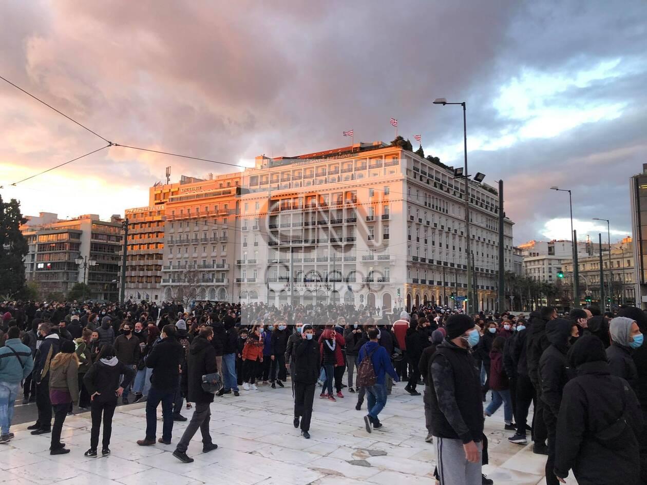 https://cdn.cnngreece.gr/media/news/2021/03/02/256584/photos/snapshot/koufontinas-syntagma-7.jpg