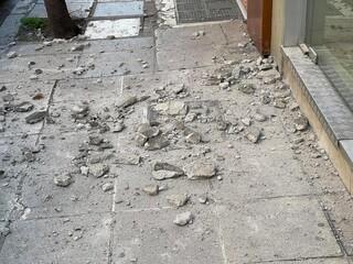 Σεισμός στην Ελασσόνα: «Ξηλώθηκαν» σοβάδες από τα σπίτια