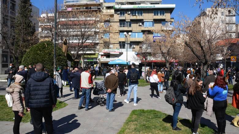 «Ο κόσμος παραμένει στους δρόμους»: Ο υπεύθυνος του γραφείου Τύπου του Δήμου Λάρισας στο CNN Greece