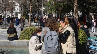Σεισμός Ελασσόνα: Στους δρόμους οι κάτοικοι της Λάρισας