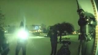 Οχάιο: Βίντεο - σοκ με αστυνομικό να γλιτώνει από εξ επαφής πυροβολισμό και να ανταποδίδει
