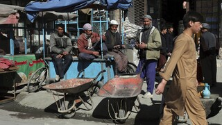 Νέα αιματοχυσία στο Αφγανιστάν εν μέσω ειρηνευτικών συνομιλιών: Νεκρή γιατρός μετά από έκρηξη βόμβας
