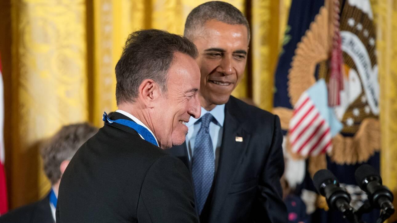 Ομπάμα και Σπρίνγκστιν συζητούν για μουσική - Τι ακούει ο πρώην Πρόεδρος στο ντους;