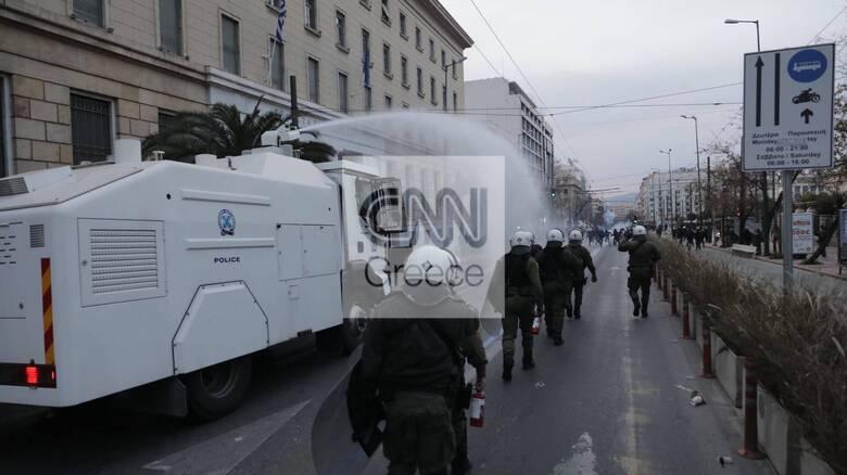 Επεισόδια στο κέντρο της Αθήνας στην πορεία για τον Δημήτρη Κουφοντίνα