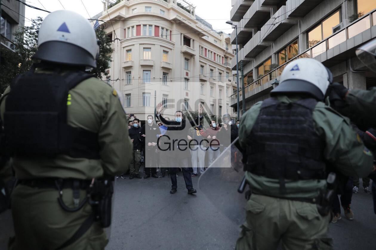 https://cdn.cnngreece.gr/media/news/2021/03/05/257059/photos/snapshot/epeisodia-athina-4-1.jpg