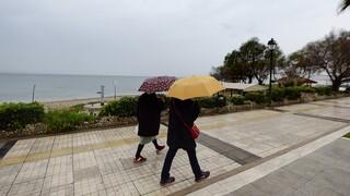 Καιρός: Βροχερό το σκηνικό σήμερα - Επιστρέφει και η σκόνη