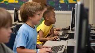 Πώς μπορεί το παιδί μου να χρησιμοποιεί το Διαδίκτυο χωρίς να κινδυνεύει;