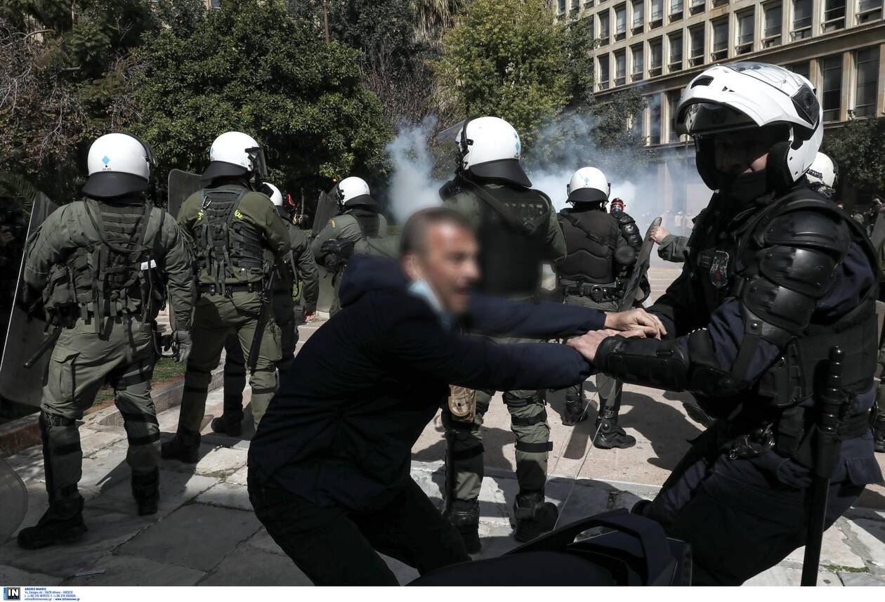 https://cdn.cnngreece.gr/media/news/2021/03/06/257112/photos/snapshot/diadilosi_kentro-1.jpg