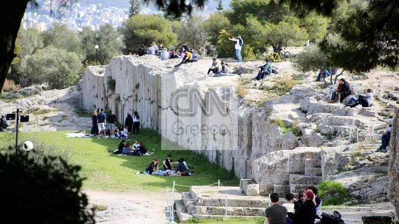 Ο μεγάλος περίπατος των Αθηναίων: Πεζή ή με ποδήλατα σε πάρκα και παραλίες