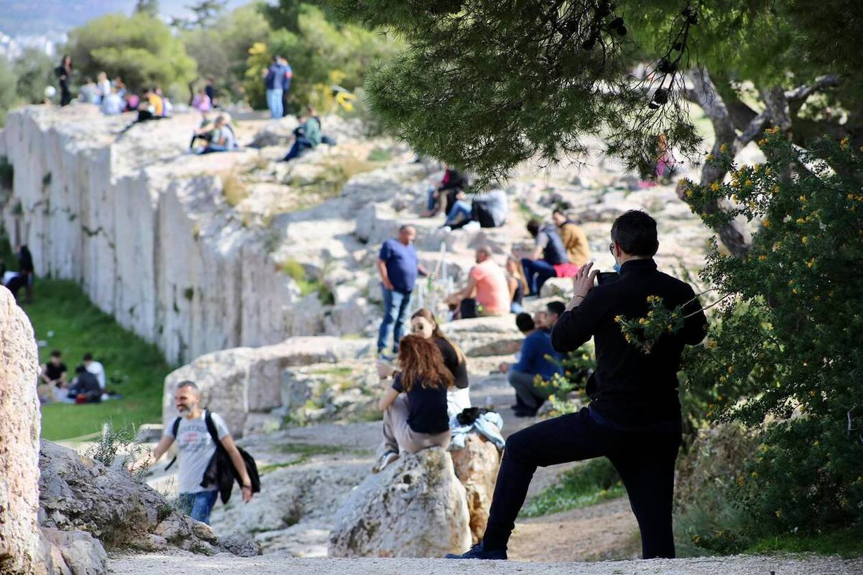 https://cdn.cnngreece.gr/media/news/2021/03/06/257123/photos/snapshot/lockdown_athinaioi_volta-6.jpg