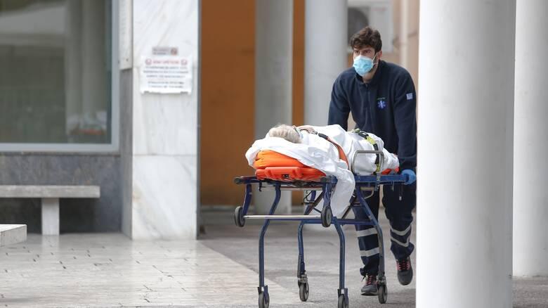 Κορωνοϊός: Το 50% των νέων μολύνσεων στην Αττική - Ποιες άλλες περιοχές προκαλούν ανησυχία