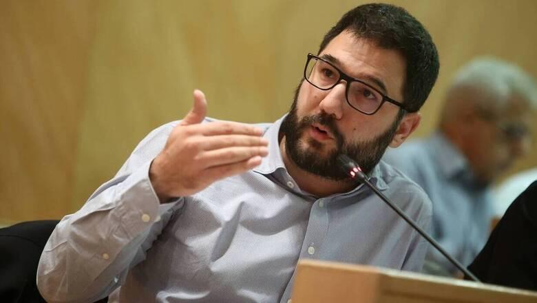 Κορωνοϊός - Ηλιόπουλος: «Εξοργιστικά» τα νέα μέτρα - Άμεση επίταξη ιδιωτικών κλινικών