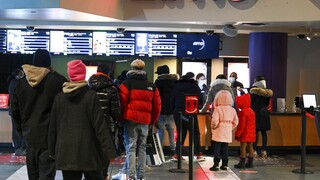 Lockdown - ΗΠΑ: Ενθουσιασμός στην Νέα Υόρκη για το άνοιγμα των κινηματογράφων